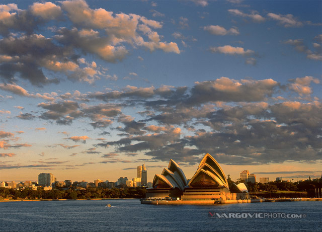 Oi-Sun-Well-Done_Sydney_New-South-Wales_Australia_Harbour-Bridge_Opera-House_Vargovic-Photo