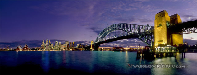 Queen-Of-The-Night_Sydney_New-South-Wales_Australia_Harbour-Bridge_Sydney-Opera-House_Vargovic-Photo