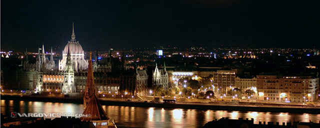 Good-Evening-Budapest_Chain-Bridge_Hungary_Danube_Pest_Vargovic-Photo