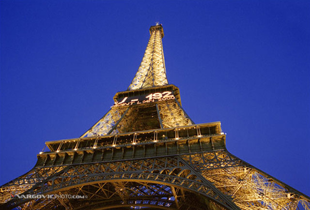 Lady-In-The-Night_Paris_Tour-Aiffel_France_By-Boris-Vargovic