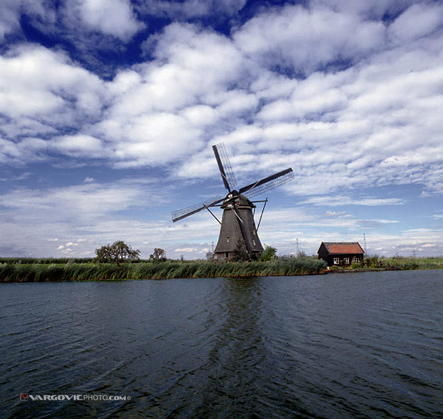 Me-And-My-Windmill_Holland_The-Netherlands_Dutch_By-Vargovic-Photo_Windmill_Kinderdijk