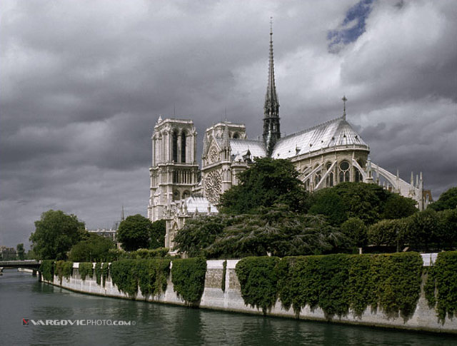Waiting-For-Quasimodo_France_Notre-Dame_Siene-River_By-Vargovic-Photo