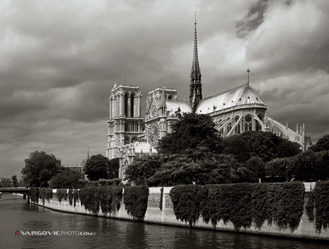 Waiting-For-Quasimodo_France_Notre-Dame_Siene-River_By-Vargovic-Photo_Sepia