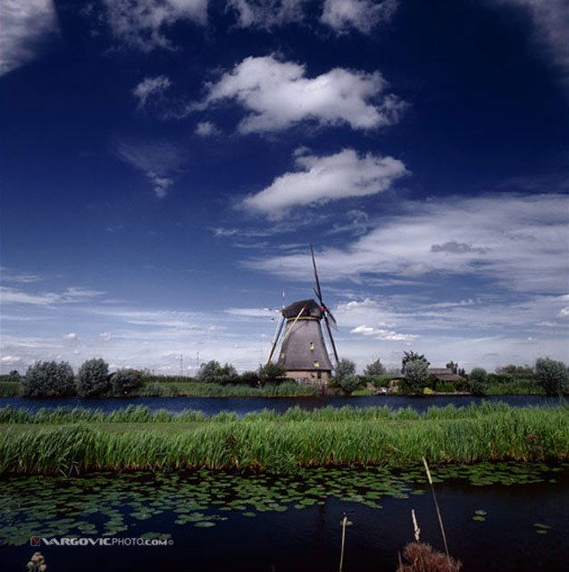 Waiting-For-Wind_Holland_The-Netherlands_Dutch_By-Vargovic-Photo_Windmill_Kinderdijk